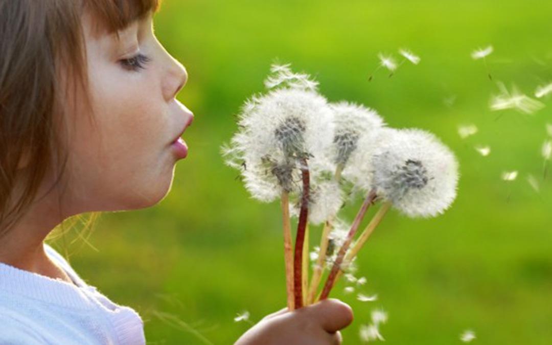 Alergia sezonowa u dziecka – jak rozpoznać jej objawy i kiedy leczyć